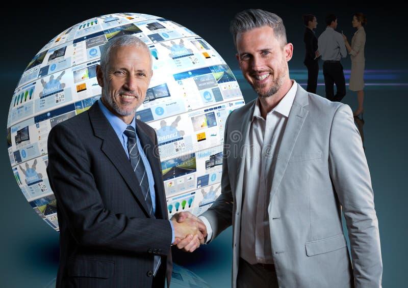 paneler med websites i en boll och två affärsmän som ger handen royaltyfria foton