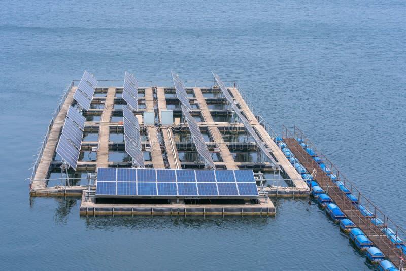 Panelu słonecznego generator przemysł nowożytna energia w zaporze, obrazy royalty free