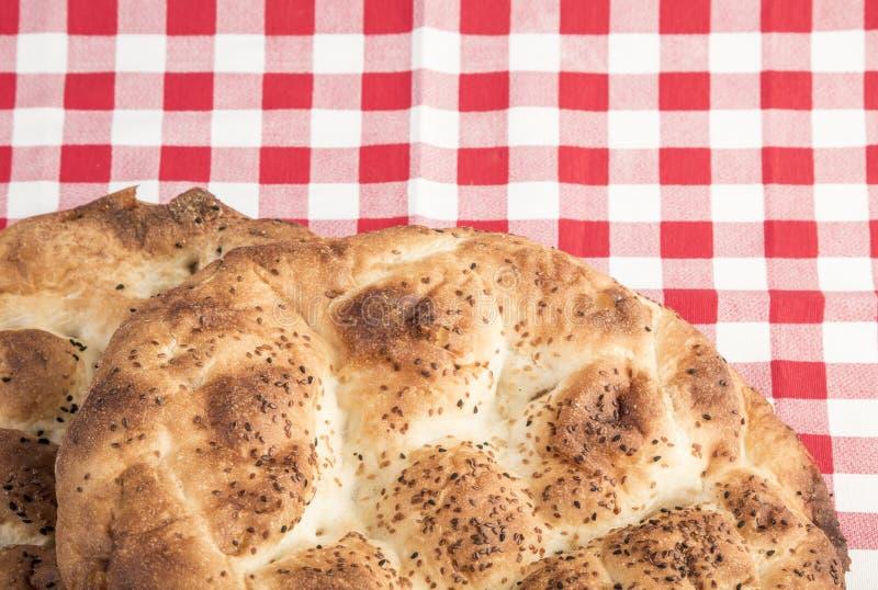 Panes de Pitta en la tabla para el Ramadán