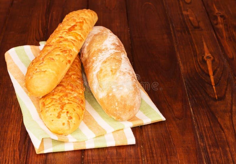 Panes del pan en servilleta foto de archivo libre de regalías