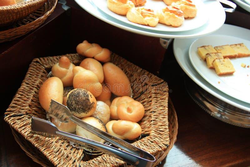 Panes en la comida fría imagen de archivo
