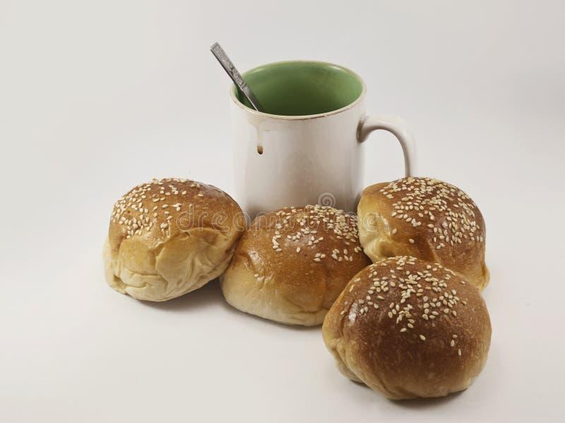 Panes y taza de café imágenes de archivo libres de regalías