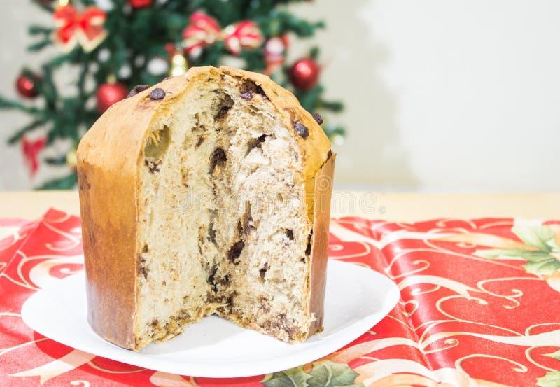 Panettone, cake met gekonfijte vruchten, traditioneel van het Kerstmisseizoen, van Milanese oorsprong, van noordelijk Italië royalty-vrije stock afbeeldingen