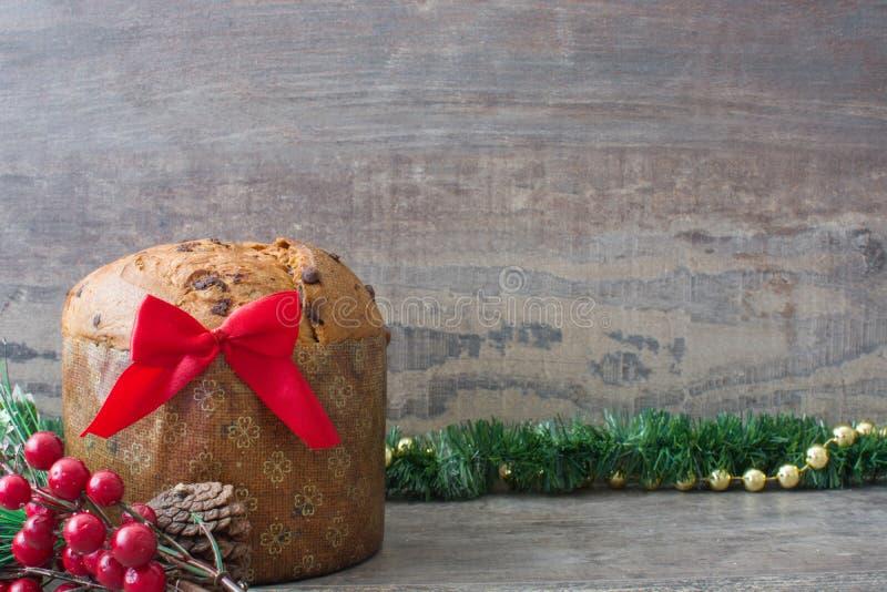 Panettone de la torta de chocolate de la Navidad imágenes de archivo libres de regalías