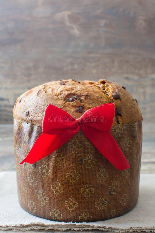 Panettone do bolo de chocolate do Natal imagens de stock