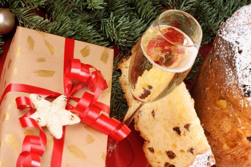 Panettone i Spumante włoska Bożenarodzeniowa tradycja zdjęcie stock