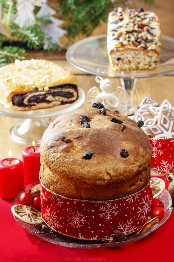 Panettone - torta italiana tradicional de la Navidad foto de archivo