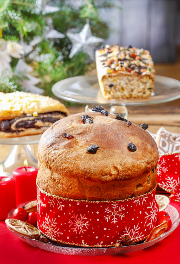 Panettone - tradycyjny włoski boże narodzenie tort zdjęcia royalty free