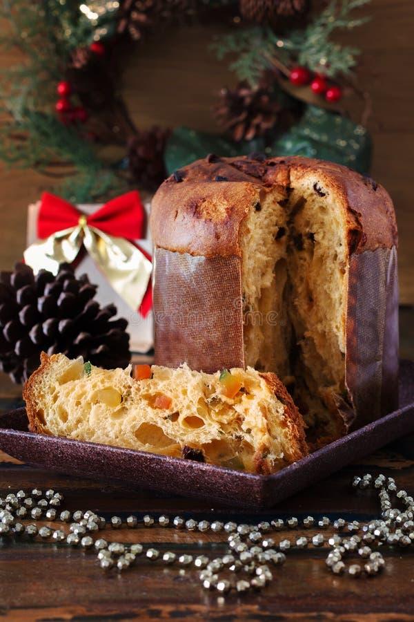 Panettone - zoet traditioneel voor Kerstmis en Nieuw broodbrood royalty-vrije stock afbeelding