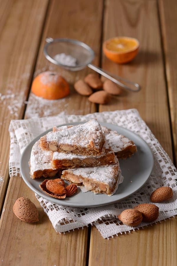 Panforte Siena - tradycyjni Włoscy boże narodzenia zasychają z almo zdjęcie stock