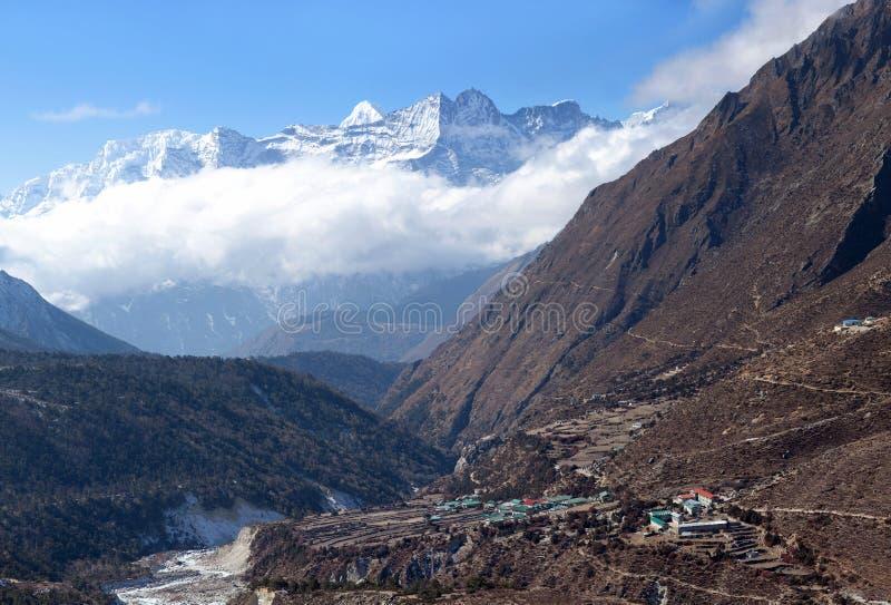 Pangboche by på vägen till den Everest basläger, Nepal Himalay royaltyfri bild