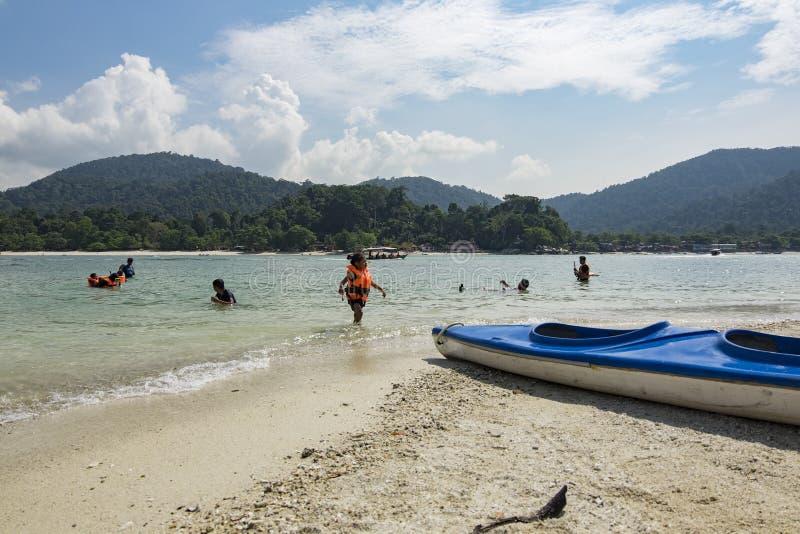 PANGKOR ΝΗΣΙ, ΜΑΛΑΙΣΙΑ - 17 ΔΕΚΕΜΒΡΊΟΥ 2017: τουρίστας που απολαμβάνει το ι στοκ φωτογραφίες με δικαίωμα ελεύθερης χρήσης