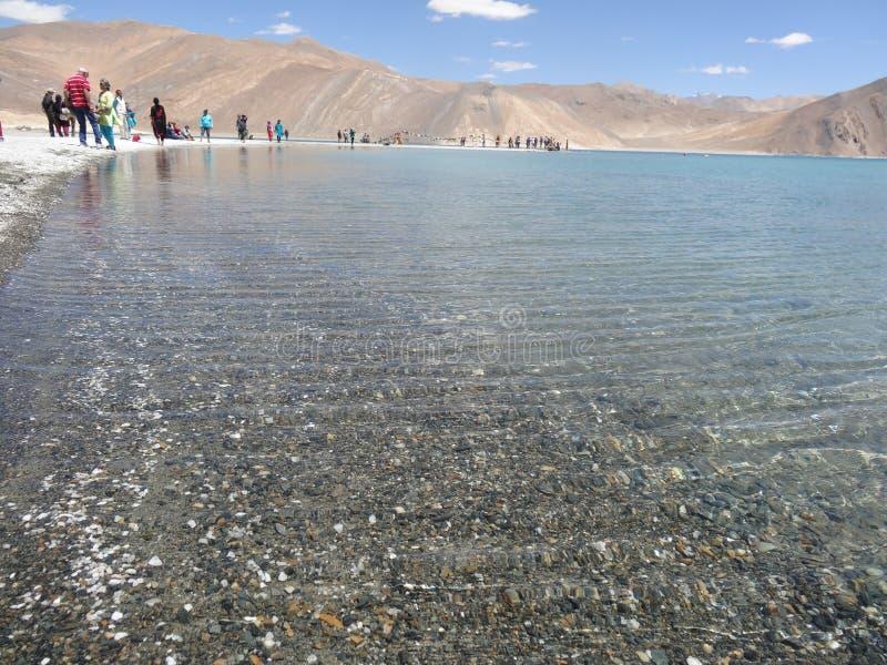 Pangong jezioro, Leh, Laddakh ja ` s spektakularny turystyczny punkt sławny dla swój czystej błękitne wody zdjęcie royalty free