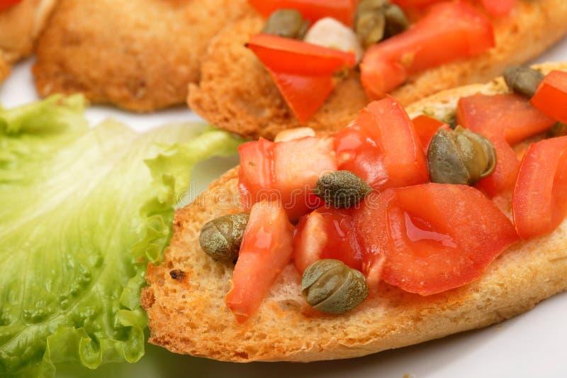 Pani tostati con i pomodori fotografia stock libera da diritti