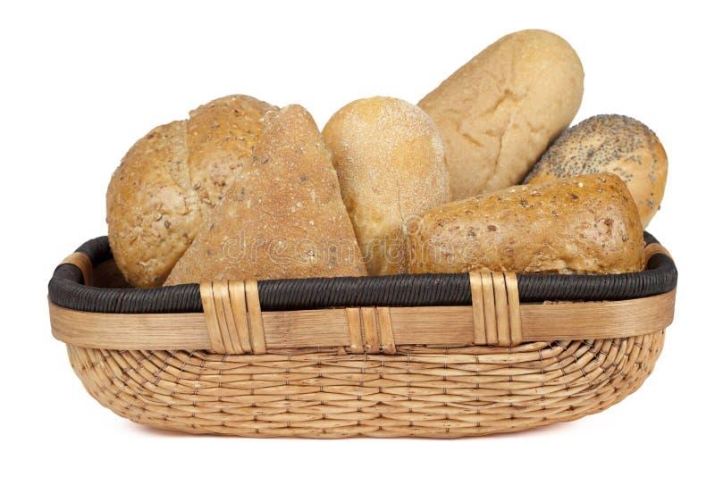 Panier assorti de pain photographie stock libre de droits