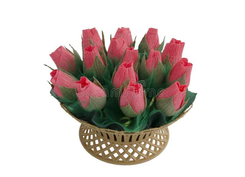 panier avec des fleurs de travail manuel photographie stock