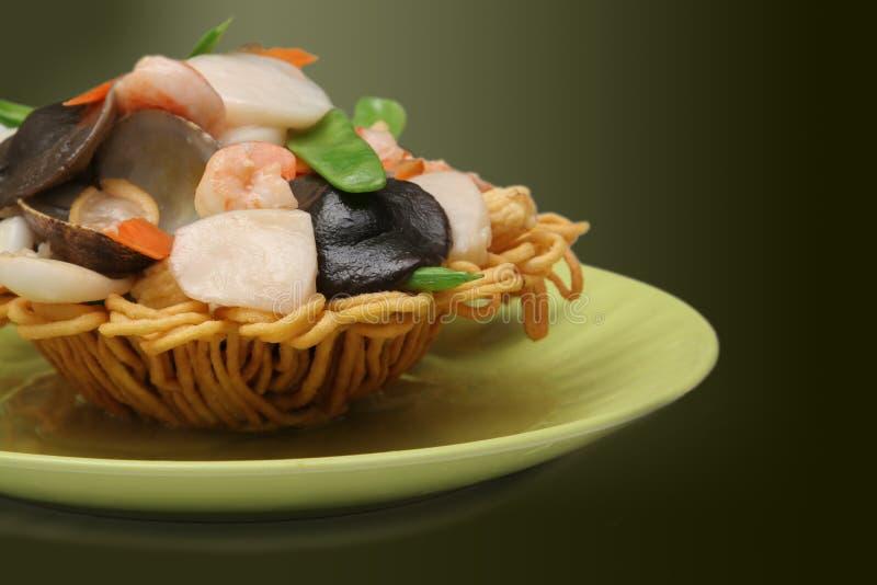 Panier de fruits de mer avec le fond de gradient images libres de droits