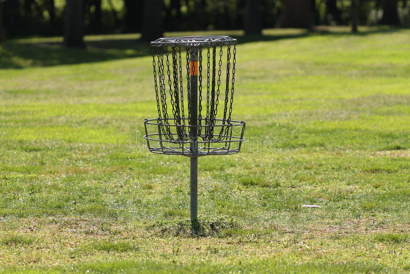 Panier de golf ou de Frolf de frisbee images stock