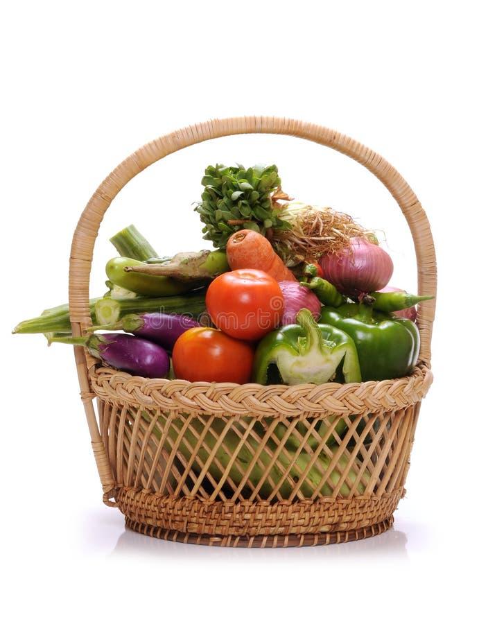 Panier de légumes image libre de droits