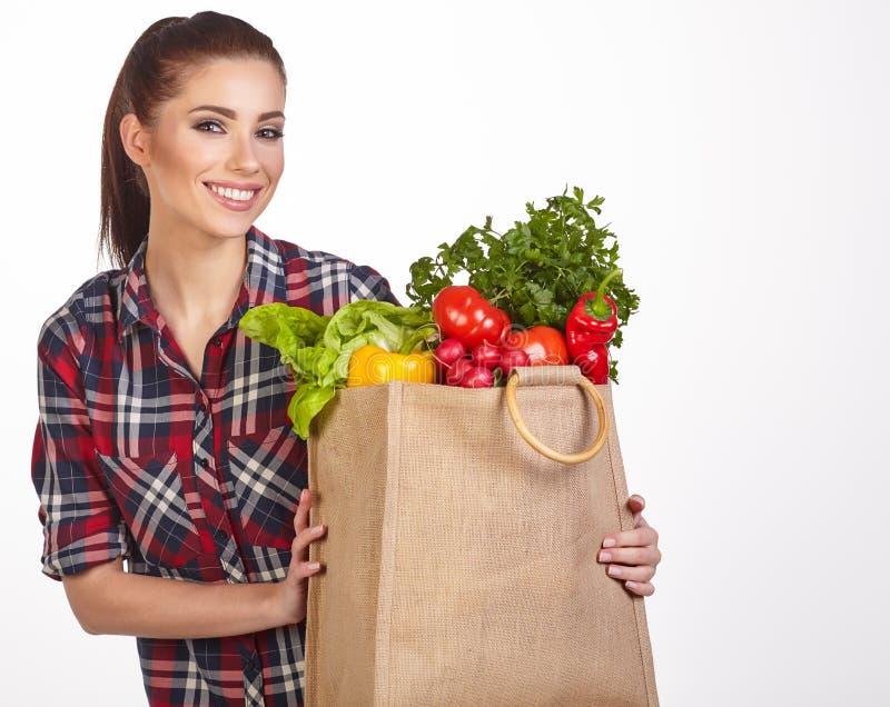 Panier de la mujer de verduras imagen de archivo libre de regalías