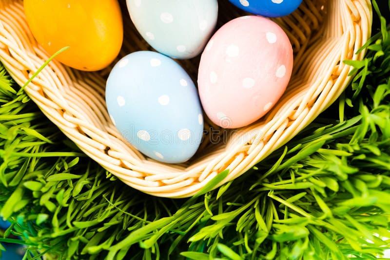 Panier de Pâques photos stock