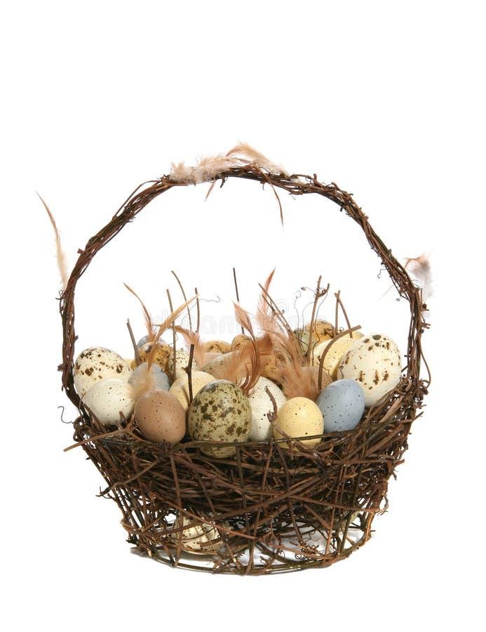 Panier de Pâques avec des oeufs photos libres de droits
