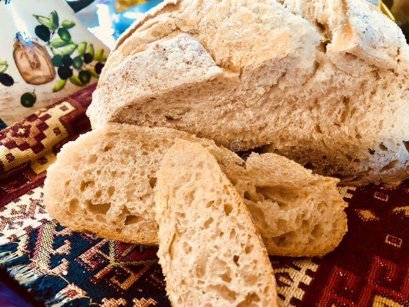 Panier de pain aigre de la pâte photo libre de droits