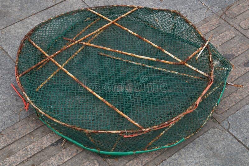 Download Panier de poissons image stock. Image du maille, herbe - 56483149