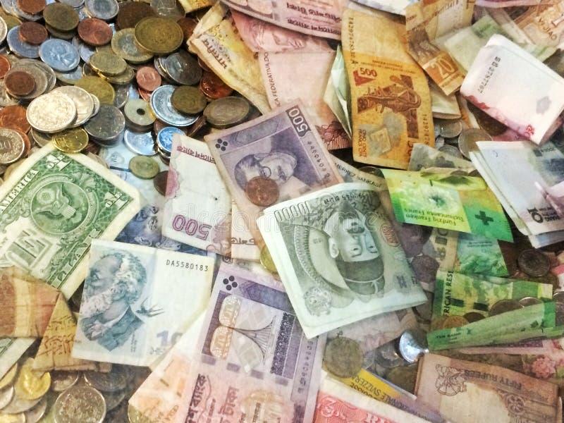 Panier des devises image libre de droits