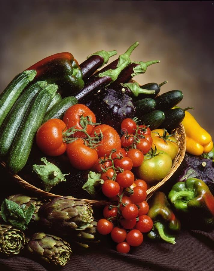 Panier des légumes images libres de droits