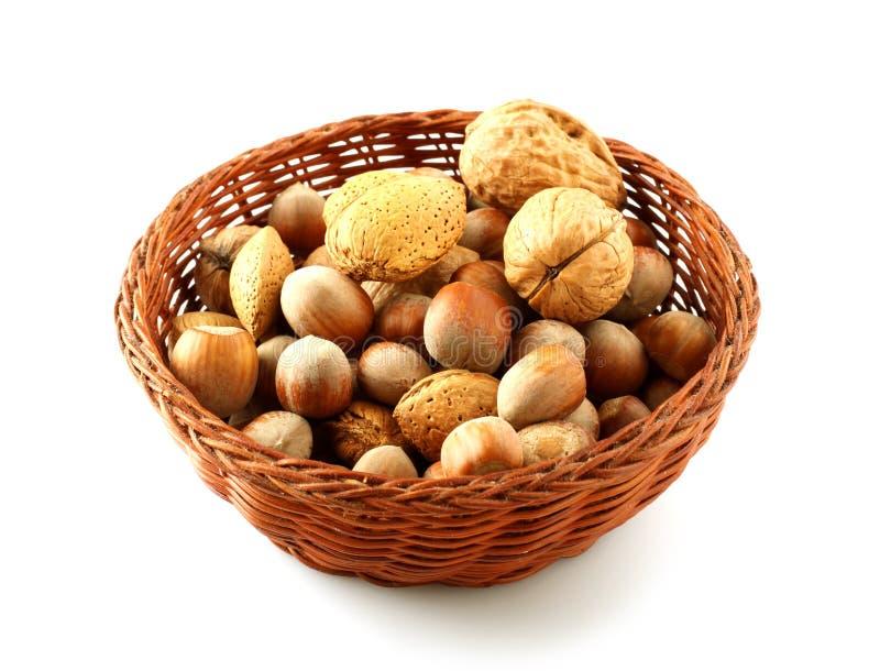 Panier des noix assorties photo stock