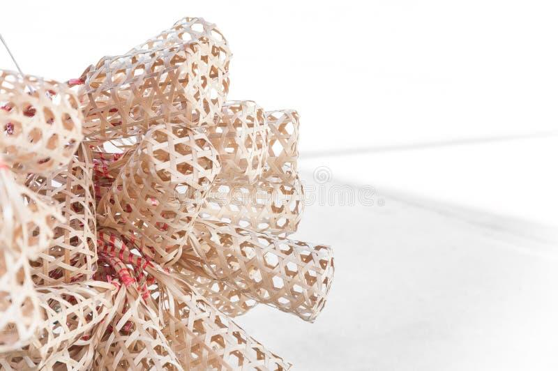 Panier en bambou rond en osier, paquet naturel de couverture de conception d'emballage photos stock