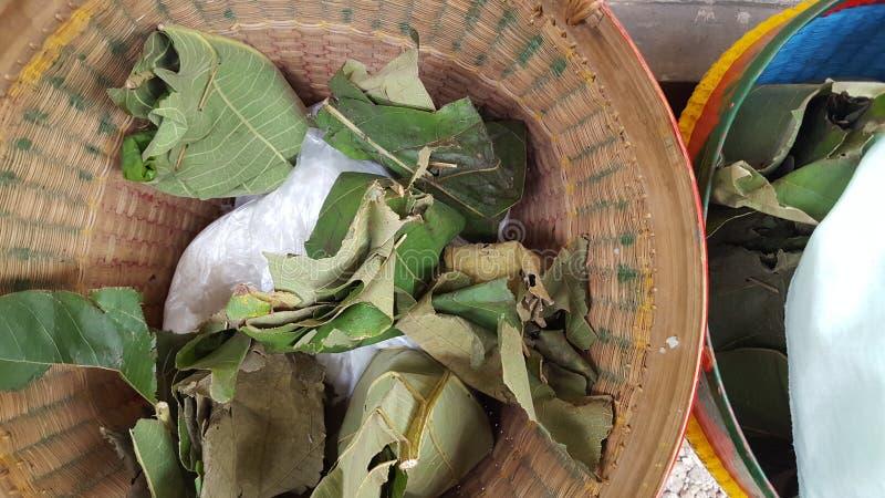 Panier en osier en bambou, un des conteneurs traditionnels de Java photos stock