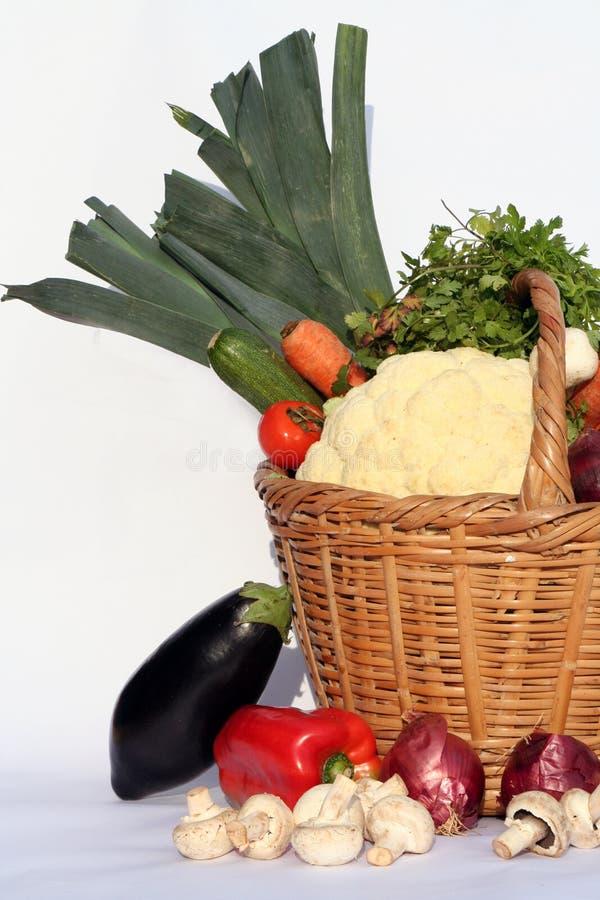 Panier et légumes photo libre de droits