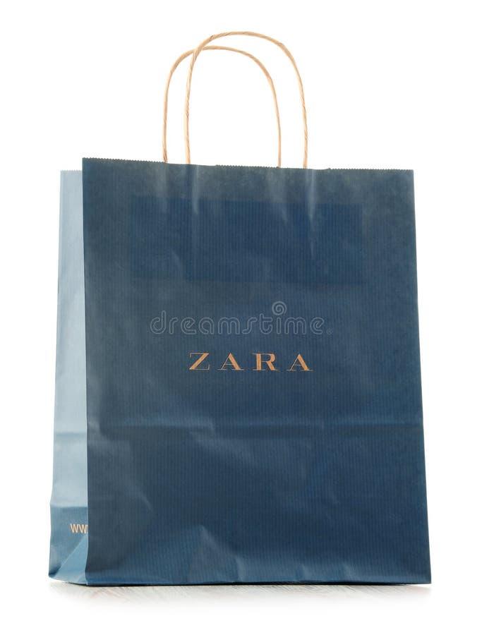 Panier original de papier de Zara d'isolement sur le blanc images stock