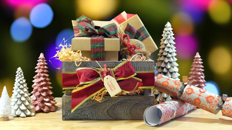 Panier traditionnel de Noël de grand style anglais images stock