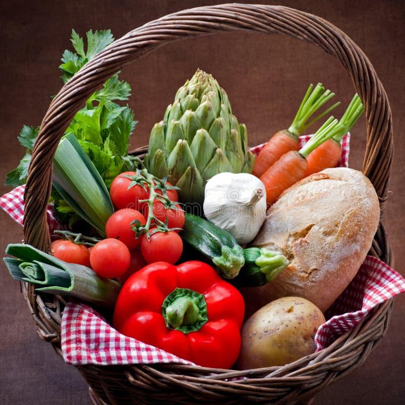 Panier végétarien photo libre de droits