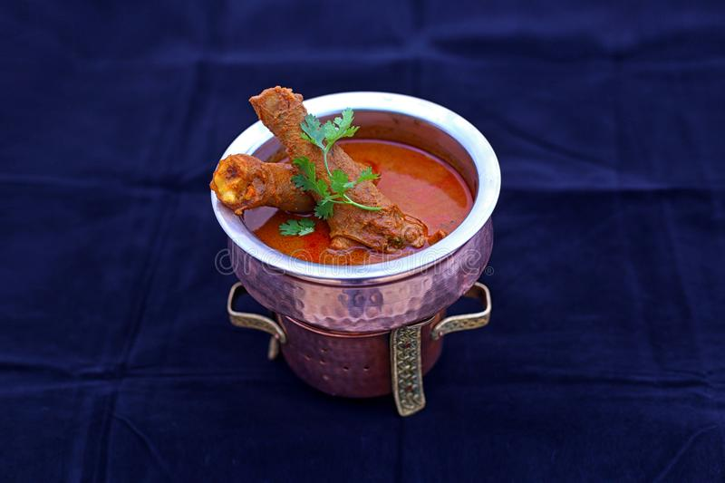 Panieren Sie aloo kulcha pakoda indischer masala ragda Pastetchenbrottee Nord-roti choley chaat papdi Hühnerkebab tikka Pilz pane stockfotografie