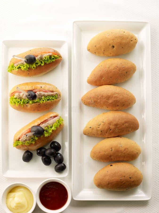 Panieren Sie Brötchen und Sandwichbrötchen auf weißem Hintergrund lizenzfreie stockfotos