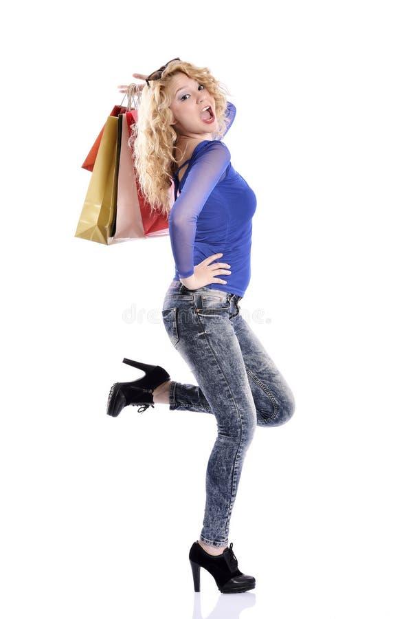 Panieres que llevan imponentes de la mujer joven imagen de archivo