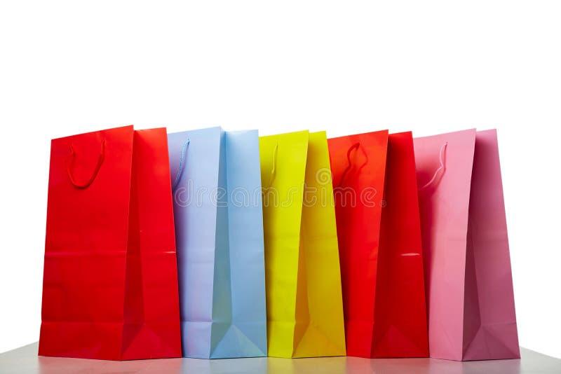 Paniers de papier colorés sur le blanc image stock