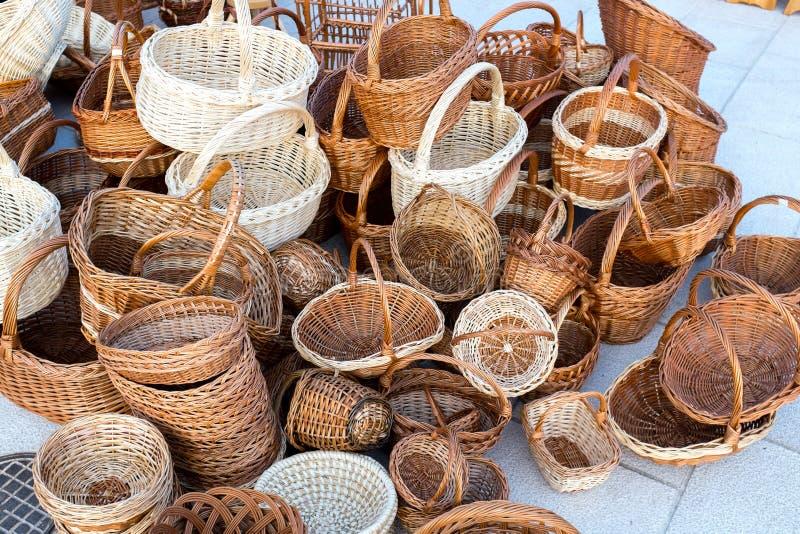 Paniers en osier à vendre photos stock
