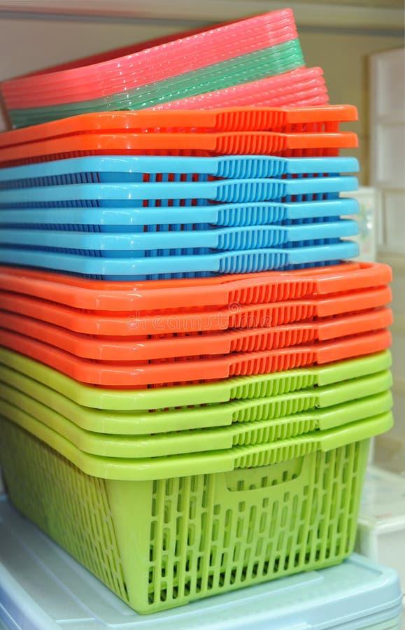 Paniers en plastique photos stock