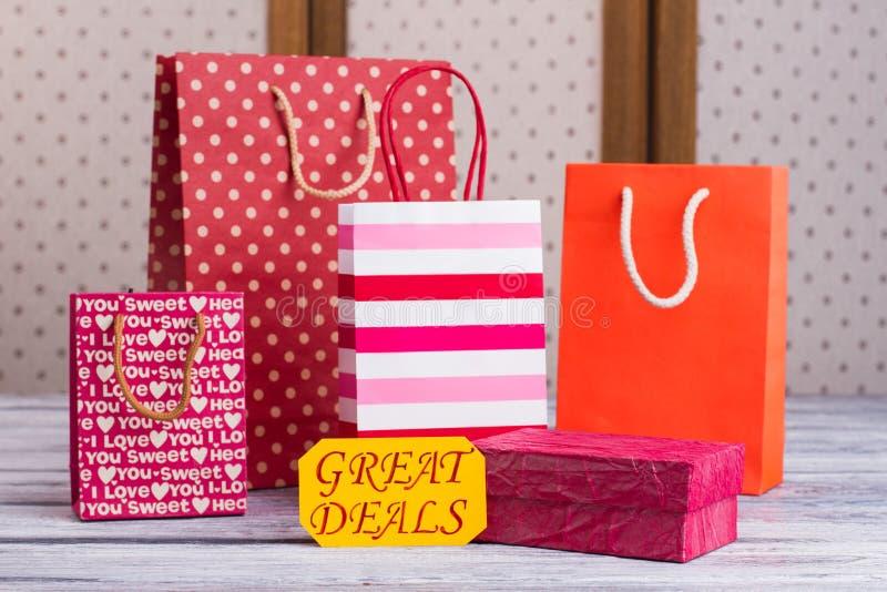 Paniers et boîte-cadeau de papier photo stock