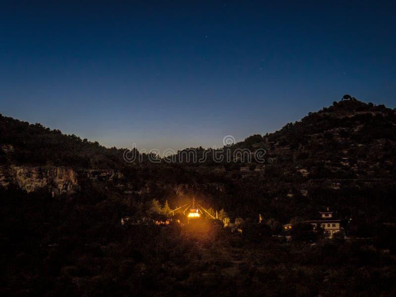 Panillo-buddist Tempel nachts lizenzfreies stockfoto