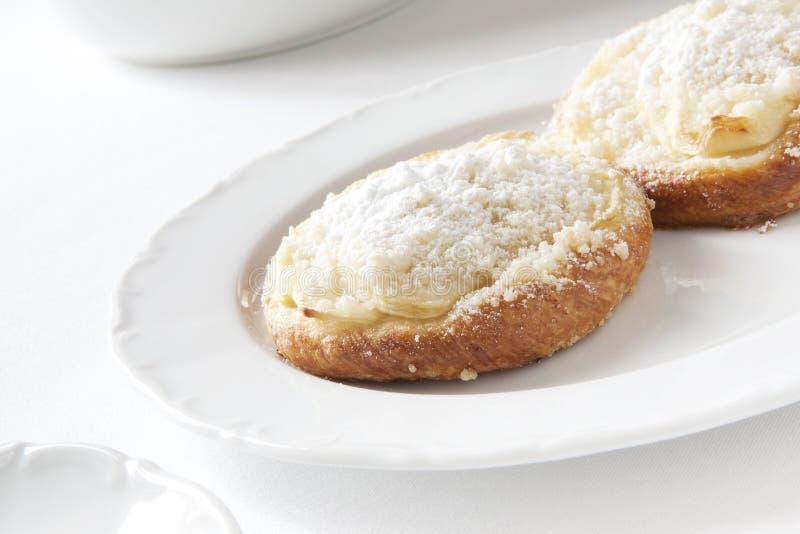 Panini con formaggio sotto la polvere dello zucchero fotografie stock libere da diritti