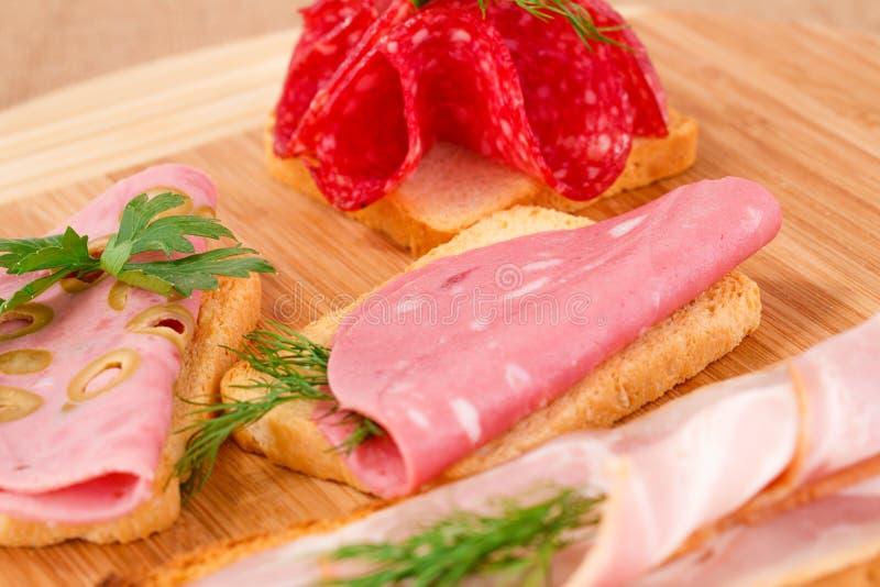 Panini con salame, bacon e mortadella fotografia stock libera da diritti