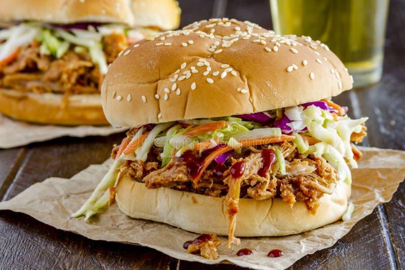 Panini della carne di maiale tirati barbecue fotografia stock libera da diritti