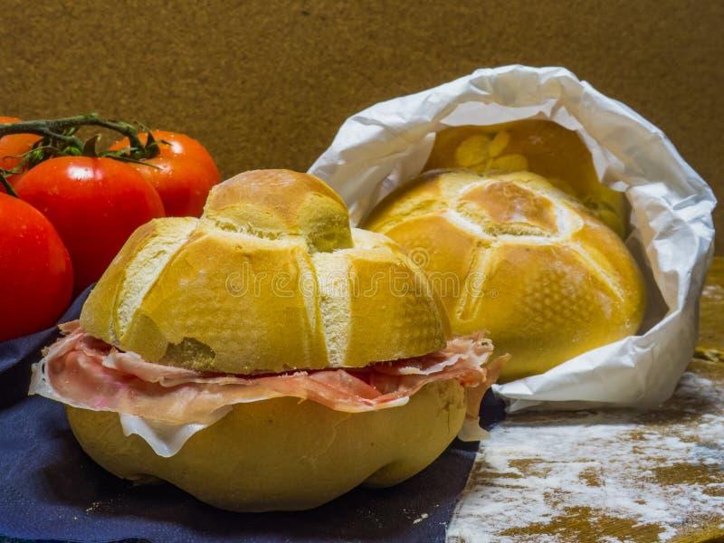 Panini met de ham van Parma stock afbeeldingen