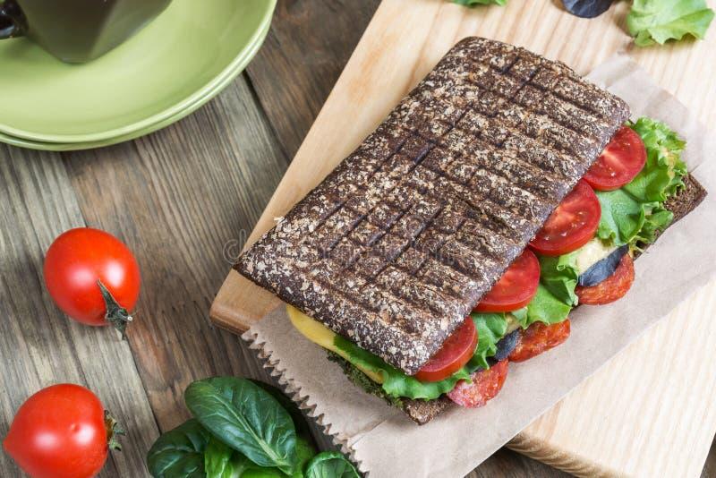 Panini - panino con pane nero immagini stock libere da diritti